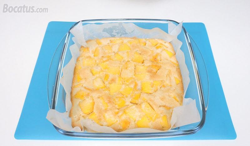 Tarta de melocotón recién horneada
