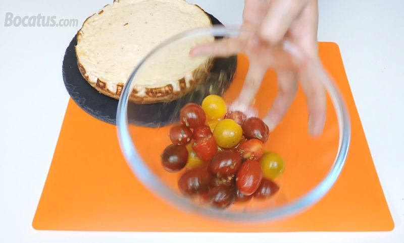 Aliñando los tomatitos cherry