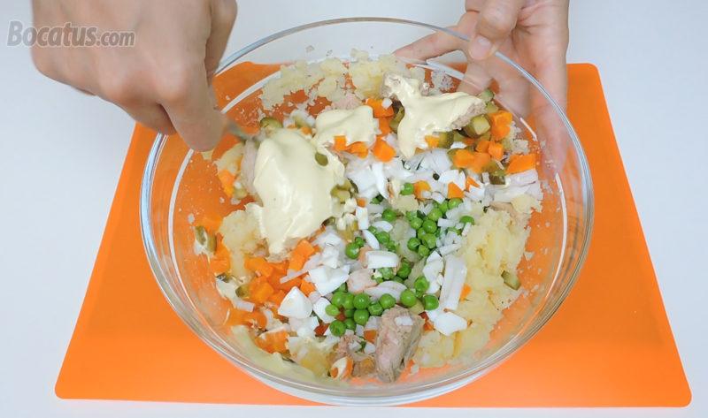 Preparando la ensaladilla
