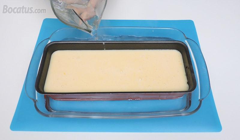 Flan de naranja y leche condensada antes de ser horneado al baño María