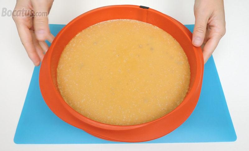 Tarta de queso y turrón recién horneada