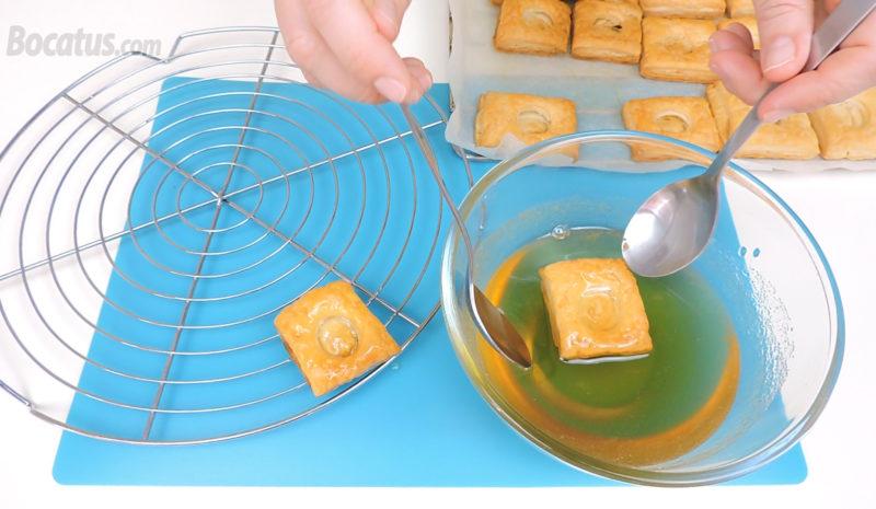 Remojando los mielitos en el almíbar de miel