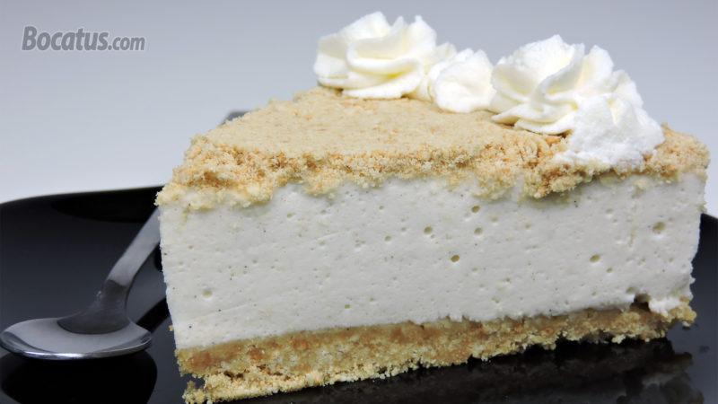 Porción de tarta de nata y leche condensada