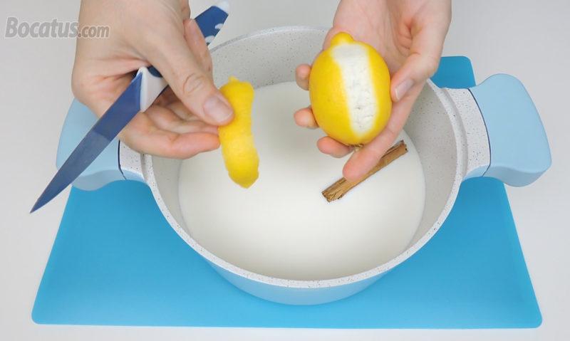 Añadiendo los aromatizantes a la leche