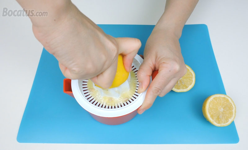 Preparando el zumo de limón