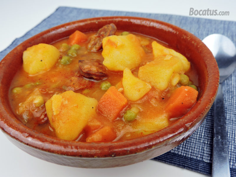 Patatas guisadas con chorizo y verduras
