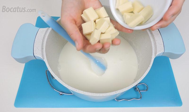 Añadiendo el chocolate blanco