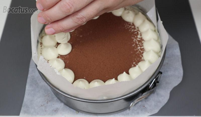 Decorando la superficie con la crema