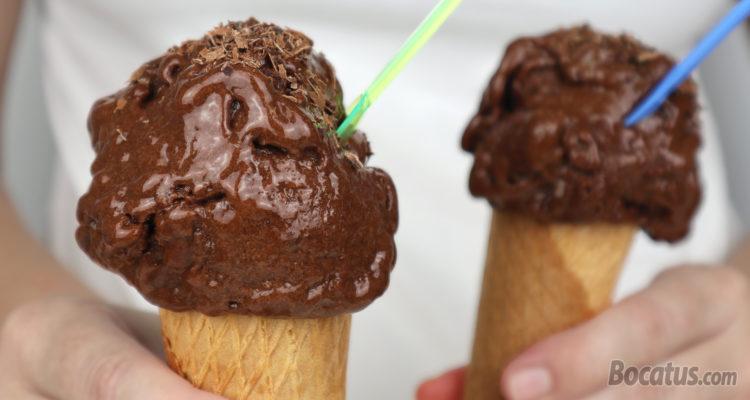 Helado de chocolate (sin grasa ni azúcar añadidos)