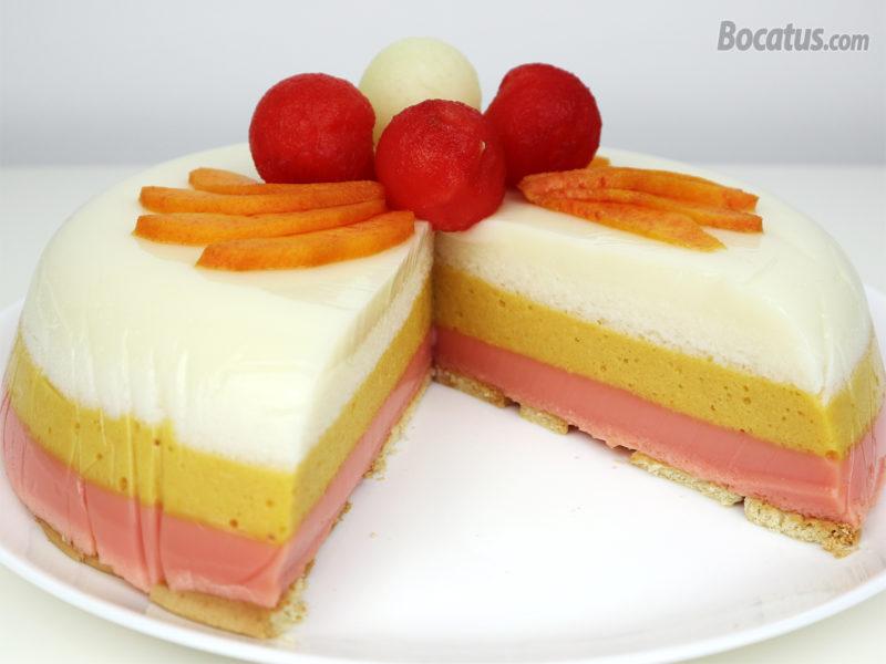 Pastel de frutas en gelatina