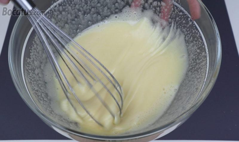 Batiendo los huevos y el azúcar