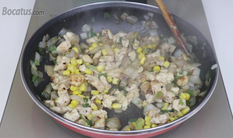 Sofrito de pollo y verduras terminado