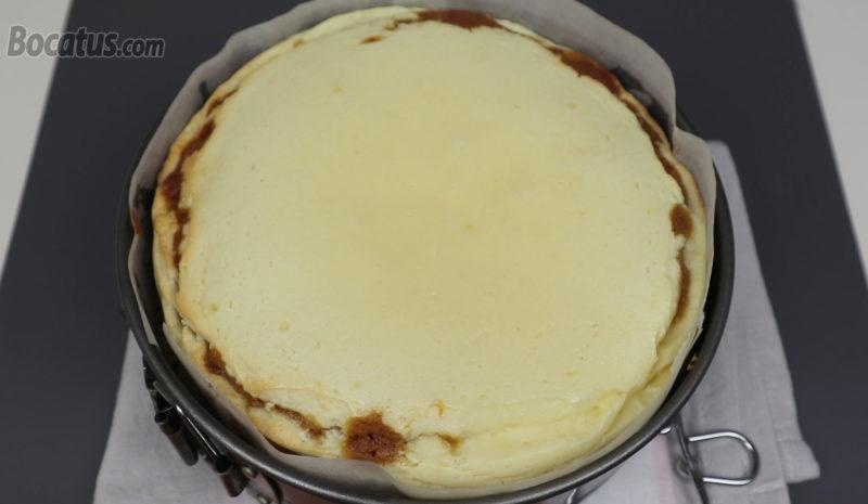 Tarta de queso y zanahoria recién horneada
