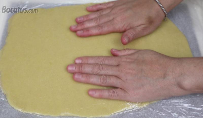 Estirando la masa de galleta