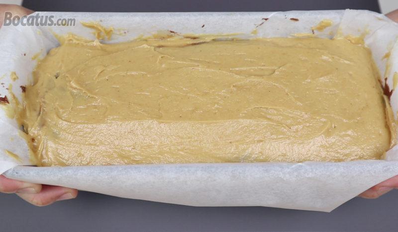Bizcocho marmolado de cacahuete y chocolate antes de hornear