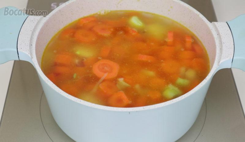 Verduras cubiertas de agua