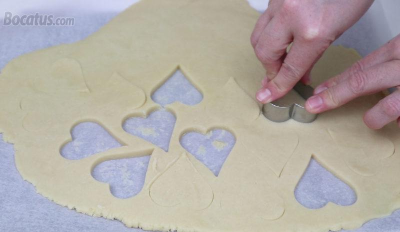 Formando las galletas de corazón