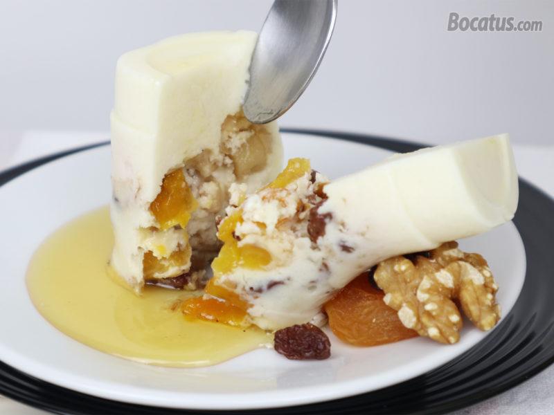 Tarta de queso con miel y frutos secos