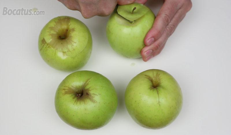Cortando la parte superior de las manzanas