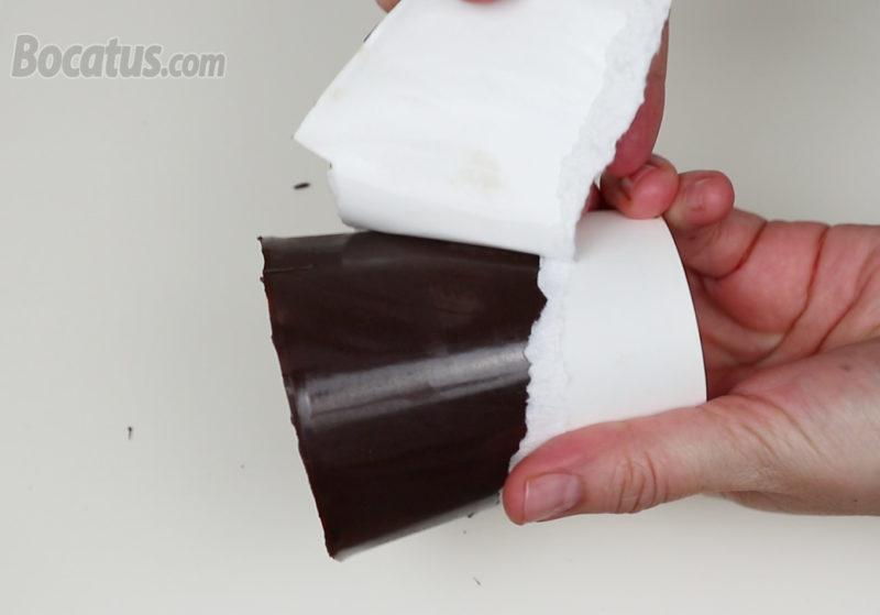 Desmoldando la maceta de chocolate