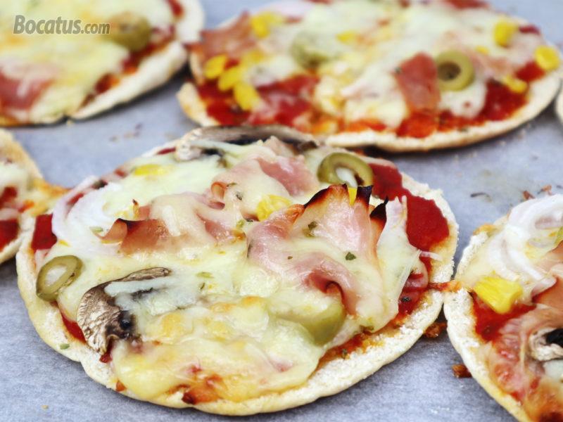 Pizza en 8 minutos con pan de pita