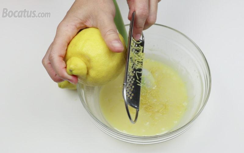 Rallando la piel de los limones